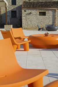 sedia colorata per giardino low lita slide design