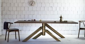 table in wood and bronzé